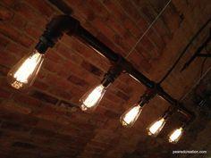 Dies ist ein klassischer industriellen Stil Kronleuchter mit vielen Anwendungen sowohl Geschäfts- und Wohnviertel. Es kommt mit 5-40 Watt-Edison-Glühlampen (Wattzahl kann basierend auf Kunden-Bedürfnisse Beleuchtung angepasst) diese Lampe ist aus 1In industriellen Stil schwarz Eisen Rohrleitungen und misst 42 Zoll breit. Die alte Glühbirnen sind für jeden leicht zu ändern. Die Leuchte ist direkt verdrahtet mit Decke Baldachin enthalten. Es hat eine rostige Patina aber mit ungetrübter…