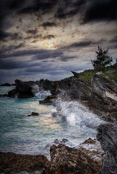 Bermuda Shoreline - Awesome Photo !