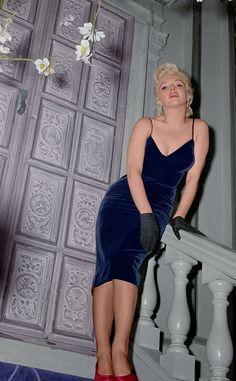Marilyn looks great hear. Love the blue dress