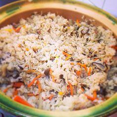 持ちよりパーティーで土鍋炊きの炊き込みご飯。五合炊きましたがお水同量よりちょっと少なめで美味しくできました。 炊き込みご飯はホタテが一番好き。 - 8件のもぐもぐ - ホタテとキノコの炊き込みご飯 by 麻貴子 カレイイリマオカラ二