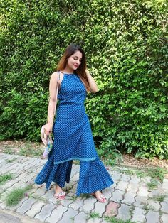 Indian Gowns Dresses, Indian Fashion Dresses, Indian Designer Outfits, Designer Dresses, Sleeves Designs For Dresses, Dress Neck Designs, Stylish Dress Designs, Blouse Designs, Sharara Designs
