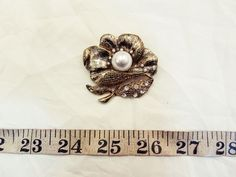 Retro 90s Beautiful Faux Gold Pearl Diamonte Flower Badge Brooch