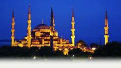 Verlichte Blauwe Moskee bij avond