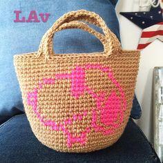 """""""Mi piace"""": 251, commenti: 42 - Ai♡ (@ai.love.xoxo) su Instagram: """"ちょこちょことスヌーピーの麻バッグを進めているのですが、スヌのカラーがピンクとかブルーってどうなんだろと思ってpostしてみましたん需要がありそうなら他カラーも作ろうかなと…私は夏っぽくて可愛いと思うのですがちなみにこれはミニサイズ♡めちゃ可愛いんです♡まだ途中ですがw.…"""""""