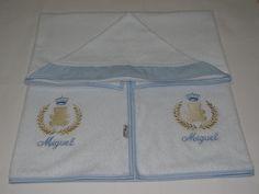 Toalha de banho com capuz tecido atoalhada forrada em fralda acabamento em viés de algodão e bordados a maquina.  Tamanho do Produto : 75 x 1,00