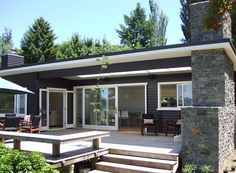 new zealand exterior house paint House Paint Exterior, Exterior House Colors, Exterior Design, Style At Home, Weatherboard House, Dark House, House Painting, Architecture, House Plans