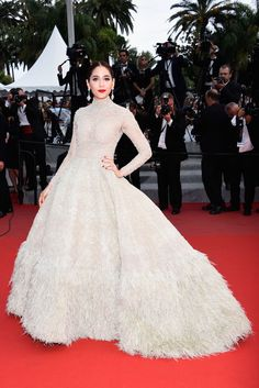 Chompoo Araya A. Hargate in an Ashi Studio Spring 2015 Couture, with #Chopard jewels - 'Sicario' premiere #Cannes 2015