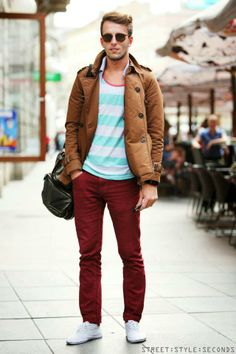 Red pants and striped turquoise shirt - Mens Fashion Blog, Look Fashion, Street Fashion, Fashion Styles, Fashion Ideas, Estilo California, Outfit Man, Red Pants, Maroon Pants