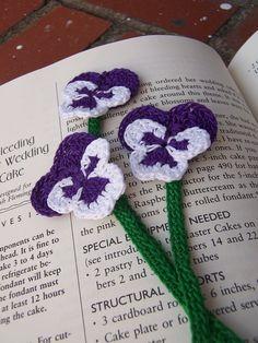 Crochet Pansies Tutorial Watch The Video Now Crochet Books, Love Crochet, Crochet Motif, Beautiful Crochet, Crochet Crafts, Yarn Crafts, Crochet Yarn, Crochet Projects, Crochet Patterns