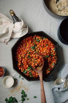 Vegan Seven Spice Chickpea Stew with Tomato & Coconut Recipe Healthy Food Blogs, Healthy Recipes, Weeknight Recipes, Healthy Meals, Biryani, Korma, Mezze, Vegetarian Recipes, Cooking Recipes
