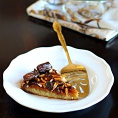 This Arabic Date and Honey Cake has a fluffy cake bottom and a crispy honey-caramel topping.