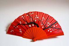 Abanicos pintados a mano con motivos de almendros, estilo Sumi e.