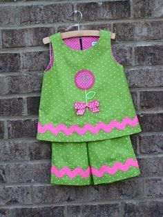 This tiny white dots on lime green Tunic Top & Capri Pants set is sooo cute. The cotton classic styled A-line swing top and capri pants are Ag Doll Clothes, Doll Clothes Patterns, Clothing Patterns, Little Girl Outfits, Cute Outfits For Kids, Sewing For Kids, Baby Sewing, Jupe Short, Look Girl