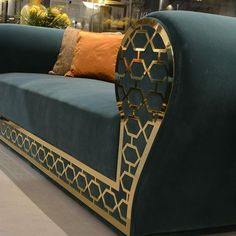 sofa-gold-frame-01.jpg