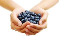 Mirtilli, preziosi alleati contro le infezioni. Approfittiamo dei benefici di questi frutti di stagione davvero salutari: http://wellme.it/salute/news/6672-mirtilli-infezioni