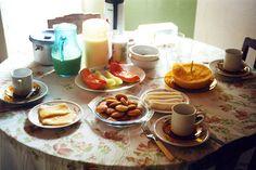 """Você sabia que algumas informações sobre alimentação que você conhece como verdade foram criadas pela indústria/marketing, visando o lucro? É o caso da frase """"o café da manhã é a refeição mai…"""