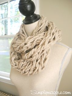"Want to try this!!! ~ ""arm knit"" scarf tutorial from simplymaggie.com"