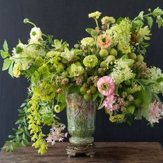 Lush Arrangement in Lime and Blush Beautiful Flower Arrangements, Romantic Flowers, Beautiful Flowers, Wedding Flowers, Arrangements D'hortensia, Table Flowers, Floral Centerpieces, Summer Flowers, Flower Designs