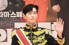 The Last Empress (Hangul: 황후의 품격; RR: Hwanghuui Pumgyeok; lit. Empress's Dignity) adalah serial televisi Korea Selatan tahun 2018 yang dibintangi oleh Jang Na-ra, Choi Jin-hyuk, Shin Sung-rok, Lee Elijah dan Shin Eun-kyung. Drama ini mulai disiarkan pada 21 November 2018 di SBS setiap Rabu dan Kamis pukul 22:00 KST. Lee Hyuk, Choi Jin Hyuk, Jang Nara, Create Image, Korean Actors, Korean Drama, Singing, Celebrities, Sexy