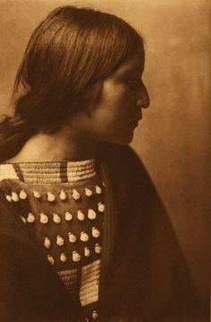 Arikara Girl, 1908 | ©Photographer Edward Sherrif Curtis | The Arikara (also known as Sahnish, Arikaree, Ree) are a group of Native Americans in North Dakota.
