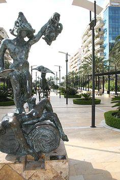 Sculpture by Salvador Dali. Dali, Garden Sculpture, Lion Sculpture, Marbella Spain, Visit Barcelona, Garden Lamps, Seville, Cool Places To Visit, Del Mar