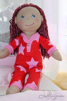 Kostenloses Schnittmuster und Nähanleitung für einen Puppenschlafanzug