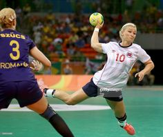 Stine Bredal Oftedal of Norway takes a shot as Gabriella Szucs of Romania defends on Day 9 of the Rio 2016 Olympic Games at the Future Arena on August 2016 in Rio de Janeiro, Brazil. Women's Handball, Scandinavian Countries, Rio Olympics 2016, Take A Shot, Garra, Rio 2016, Female Athletes, Olympic Games, Sports Women