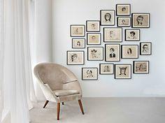 Bonita forma de disponer los cuadros en la pared. www.cuadrosdomingo.com