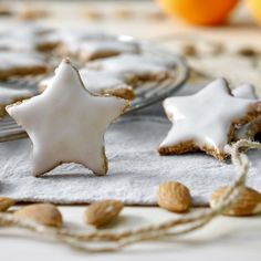 BISCOTTI DI NATALE - STELLINE ALLE MANDORLE | Fatto in casa da Benedetta Rossi Christmas And New Year, Christmas Time, Christmas Recipes, Italian Recipes, Italian Foods, Biscuits, Cookies, Desserts, Muffin