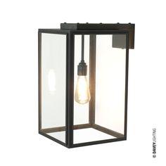 Denne lampen er lagervare hos oss og kan kjøpes og hentes hos Lampestudio by Studio Kvänum i Drammensveien 123, Oslo. Portico vegglampe er en av våre bestselgere! Lampen er laget i værbitt messing med glass på fire sider og kan henge både ute og inne. Finnes i to størrelser og er super som belysning ved ytterdør.