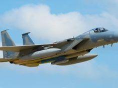 Lockheed Martin faz primeiro teste com novo 'Legion pod' em caça F-15C