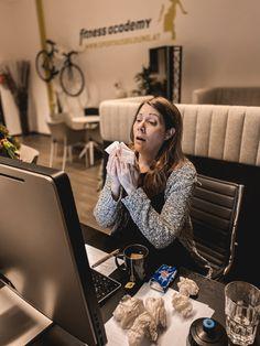 """#fitnessblog  Unsere liebe Katrin ist leicht erkältet🤒 .. Passend dazu gibt es unseren aktuellen Blogbeitrag zum Thema """"Trainieren bei Erkältung"""" - Ausschwitzen oder Trainingspause? . . Link zum Blog in unserer Story🌐 . Gute Besserung liebe Katrin und nicht krank werden 😅🤗"""