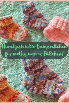 Nichts hält kleine Babyfüßchen so warm wie handgestrickte Babysöckchen aus kuscheliger Wolle. #socken #handgestrickt #babysöckchen #babysocken #knittingsocks #knitting