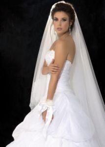 http://www.lemienozze.it/operatori-matrimonio/vestiti_da_sposa/atelier-abiti-da-sposa-catania/media  Abito da sposa con corpetto a cuore e velo