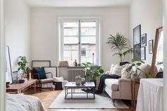 Studio Apartment Efficiency Design Ideas with The Advantages Tiny Living Rooms, Small Space Living, Home And Living, Living Spaces, Studio Apartment Decorating, Apartment Design, Apartment Living, Gravity Home, Living Comedor