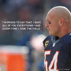 13 years in the years as a Bear! We'll miss our Urlacher But Football, Bears Football, Nfl Chicago Bears, Chicago Blackhawks, Walter Payton, Football Conference, Sport Icon, Sports Photos, National Football League