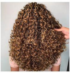 Curly Hair White Girl, Dyed Curly Hair, Brown Curly Hair, Colored Curly Hair, Curly Hair Tips, Curly Hair Care, Curly Hair Styles, Blonde Curly Hair Natural, Curly Hair Colour Ideas