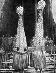 Danseurs masque : Papua New Guinea, from 'peoples of the world in pictures' . Arte Tribal, Tribal Art, Mode Bizarre, Art Premier, Photo Portrait, Art Africain, Masks Art, People Of The World, Papua New Guinea