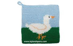 Tutorial: agarrador de ollas con diseño de pato tejido a crochet! Técnica para tejer con varios colores de lana para lograr diseños variados (los diagramas para bordado en punto cruz les pueden servir)!