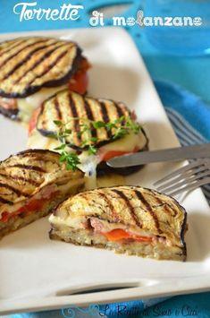 Torrette di melanzane I Love Food, Good Food, Yummy Food, Wine Recipes, Cooking Recipes, Healthy Recipes, Antipasto, Eggplant Recipes, Finger Foods