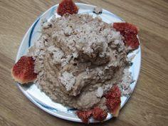 Nicht nur vegan, sondern roh: der Mittwoch bei Mary: Frühstück aus Kokosnuss und Banane.  http://goveganbehappy.blogspot.de/2012/09/vegan-wednesday-4-ankundigung-mofo-eine.html