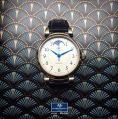 #TiempoPeyrelongue El Da Vinci Automático Fase de la Luna 36, en acero fino, la esfera, la Luna y las estrellas resplandecen en plata en contraste con el cielo, mientras las indicaciones y la correa de Santoni lucen en azul oscuro. (ref. IW376805) #IWCIngenieur #IWCChrono #IWC #IWCWatches @iwcwatches_mexico