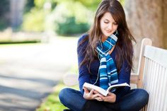 UNESCO tarafından dünya genelinde okuryazarlık sorununa dikkat çekebilmek adına 8 Eylül Dünya genelinde okuma yazma günü olarak kutlanıyor. Okuma yazma denildiğinde ne yazık ki ülkemiz hiçte iç açıcı durumda değil. Yapılan araştırmalar geçtiğimiz yıl Türkiye'de basılan kitap sayısında artış yaşanmasına rağmen, okuma oranlarında sınıfta kaldığımızı gösteriyor. Ülkemizde günde yaklaşık 6 saat televizyon izlenir, 3 saat internet kullanılırken kitap okumaya ortalama günde 1 dakika ayrılıyor. ...