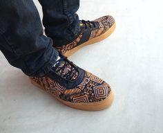 He encontrado este interesante anuncio de Etsy en https://www.etsy.com/es/listing/223652388/brown-java-batik-shoes-cotton-handmade