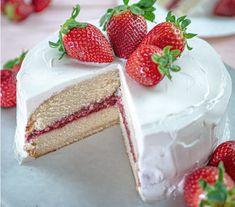 Strawberry Vanilla Cake, Vegan Vanilla Cake, Easy Vanilla Cake Recipe, Homemade Strawberry Jam, Strawberry Dessert Recipes, Vegan Dessert Recipes, Easy Cake Recipes, Vegan Sweets, Vegan Food