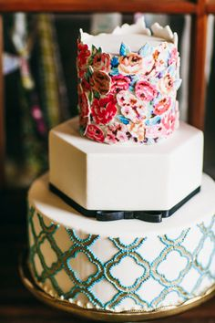 Vintage Turquoise Quatrefoil Wedding Cake