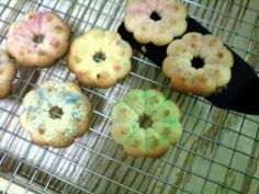 making spritz cookies video Cookie Videos, Spritz Cookies, Cookie Press, Cupcakes, Doughnut, Muffin, Breakfast, Youtube, Desserts
