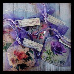 Espejos vintaje para detalles de Boda en bolsita de organza color lila y tarjeta personalizada con nombre de los novios