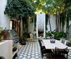 outdoor spanish kitchen | This Los Angeles home, owned by Commune Design founder, Ramin ...