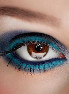 deep brown eye